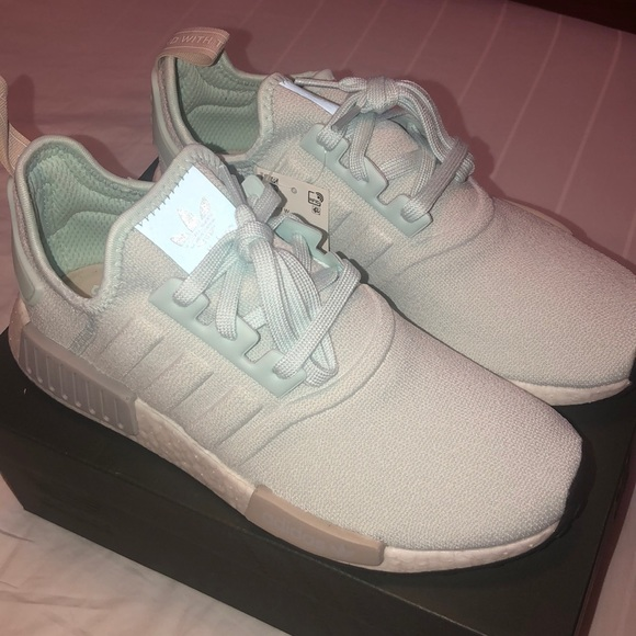 Adidas NMD R1 Ice Mint Lace Up Sneakers Size 10 W NWT